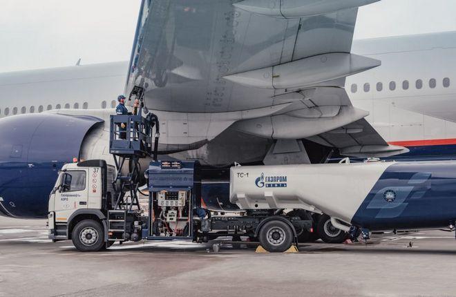 заправка самолета Газпромнефть-Аэро
