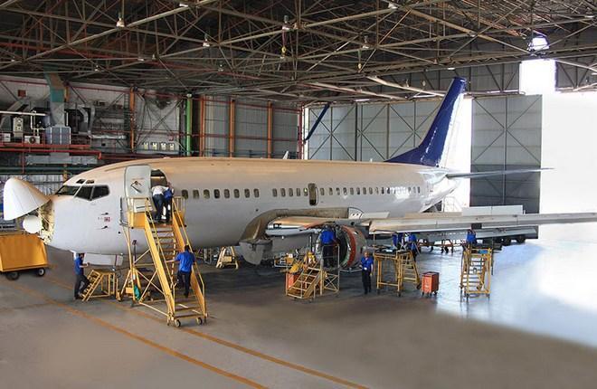 самолет на ТОиР в ангаре компании Israel Aerospace Industries (IAI)