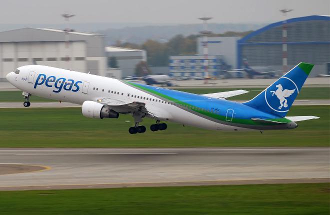 Самолет Boeing 767 авиакомпании Pegas Fly