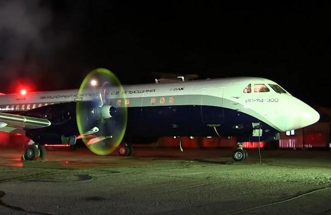 Ил-114-300 первая гонка двигателей  ТВ7-117СТ-01 на малом газу