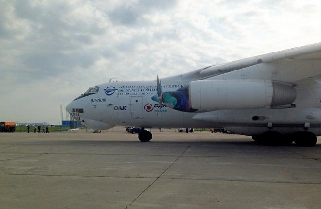 Самолет Ил-76ЛЛ с установленным на него двигателем ТВ7-117СТ