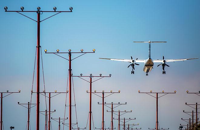 У региональных авиакомпаний мало возможностей для обновления парка :: Леонид Фаерберг / Transport-Photo.com
