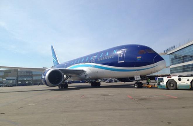 Авиакомпании AZAL прилетела в Москву на самолете Boeing 787