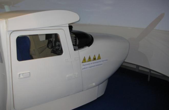 М.А.К. начал поставки тренажеров для Cessna 172S