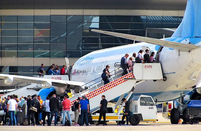 """Посадка пассажиров в самолет авиакомпании """"Победа"""""""