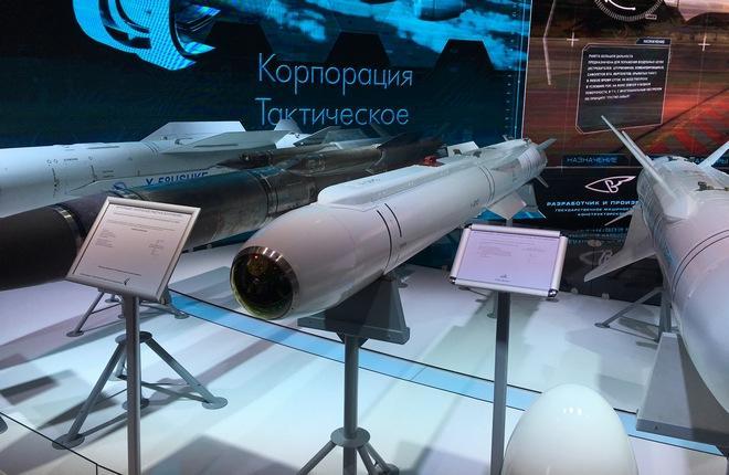 Представленная на МАКС-2017 ракета Х-38МЛЭ оснащена полуактивной лазерной головкой самонаведения