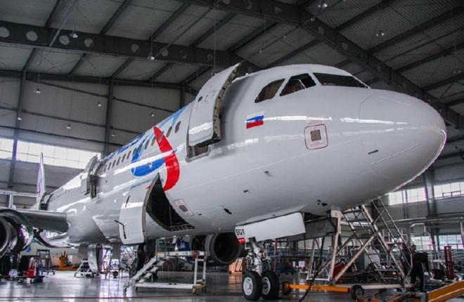 """У """"Уральских авиалиний"""" появился 46-й Airbus, у Azur Air — первый Boeing с российской регистрацией"""