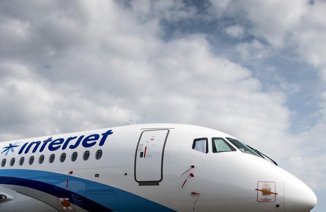 interjet-ssj-100-paris-air-show-01.jpg