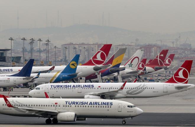 Самолеты авиакомпаний в аэропорту Стамбула