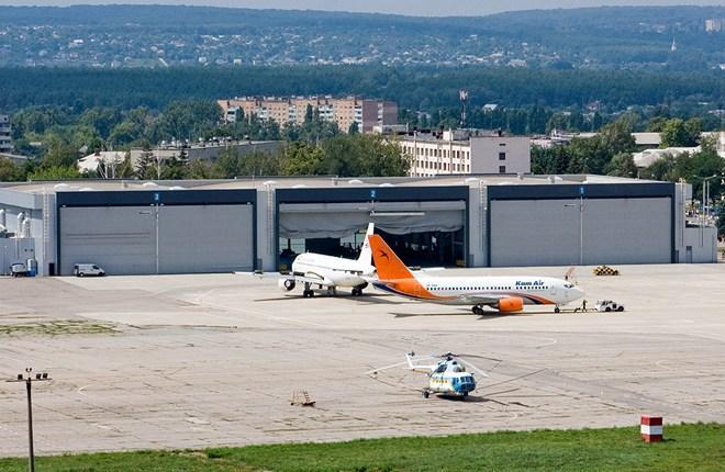 ангар в аэропорту Харьков  (сооружен в рамках подготовки аэропорта к Евро-2012) площадью 5,2 тыс. кв. метров