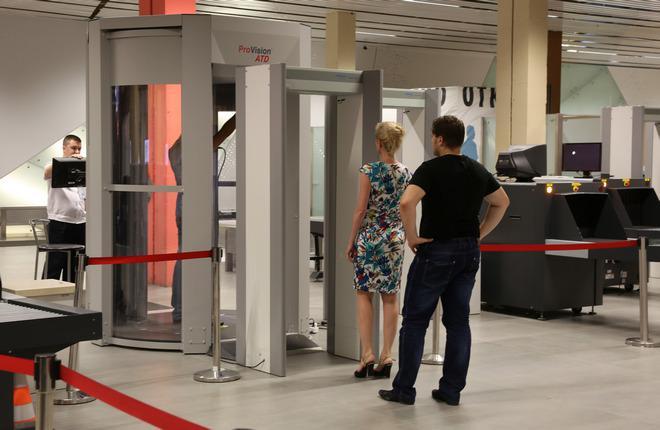 Контроль безопасности в аэропорту Кольцово
