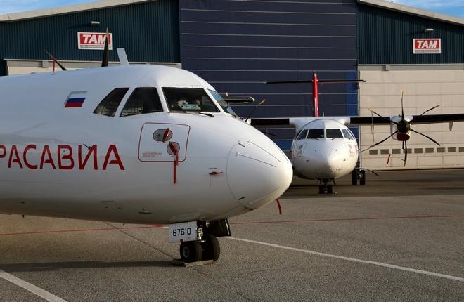 """Самолеты ATR 72 авиакомпании """"КрасАвиа"""" с бортовыми регистрационными номерами RA-67610 и RA-67611"""