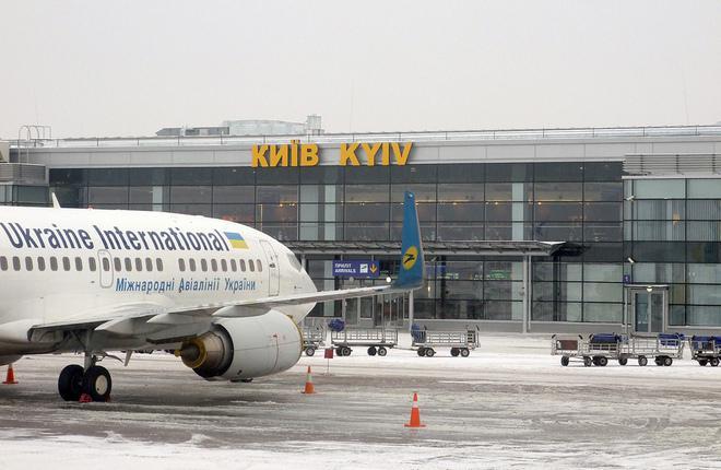 """Самолет авиакомпании """"Международных авиалинии Украины"""" в киевском аэропорту Борисполь"""