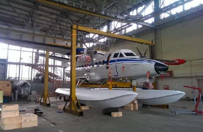 Самолет L-410 получил поплавковое шасси