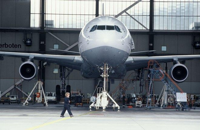 ТОиР широкофюзеляжного самолета Airbus во Франкфурте Lufthansa Technik