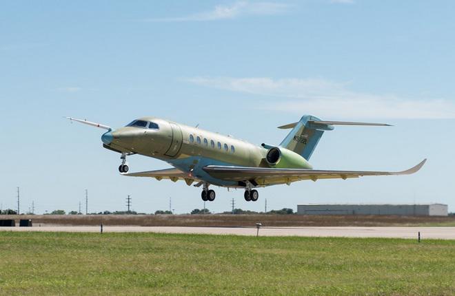 Первый полет первого прототипа бизнес-джета Cessna Citation Longitude