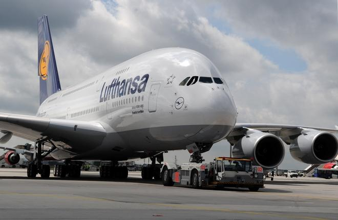 самолет Airbus A380 авиакомпании Lufthansa