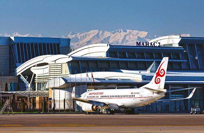 Самолет Boeing 737 в бишкекском аэропорту Манас