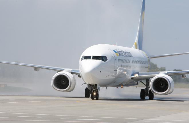 Авиакомпания МАУ получила третий самолет за три недели
