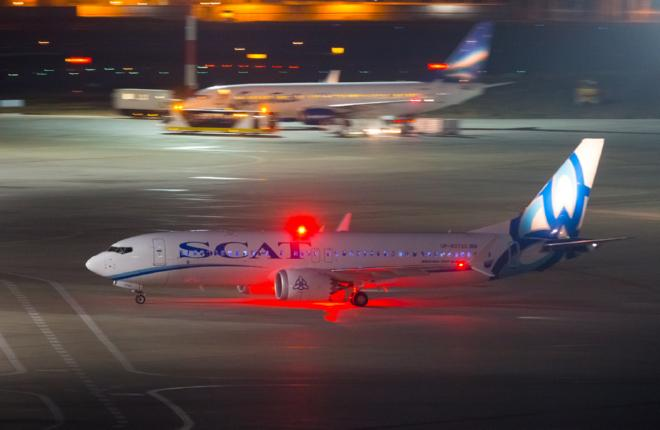 Самолет Boeing 737MAX-8 авиакомпании SCAT прилетел в Россию