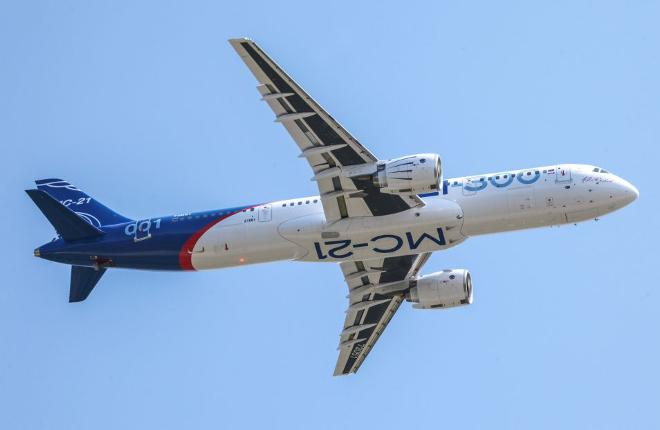mc-21-300-flight-retracted-gear.jpg
