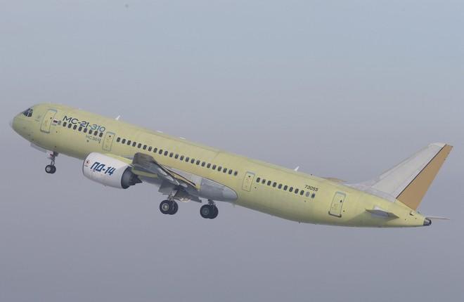 Самолет МС-21-310 с российскими двигателями ПД-14 первый полет