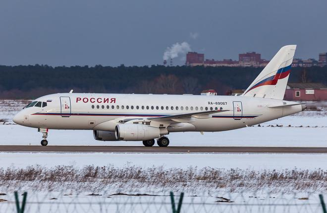 mchs_rossii_sukhoi_superjet_100_ra-89067_at_zhukovsky_in_temporary_livery.jpg