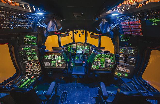 На тренажере есть места для всех пяти членов экипажа Ми-26