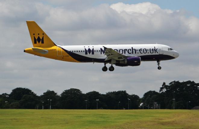 Самолет A320 авиакомпании Monarch Airlines