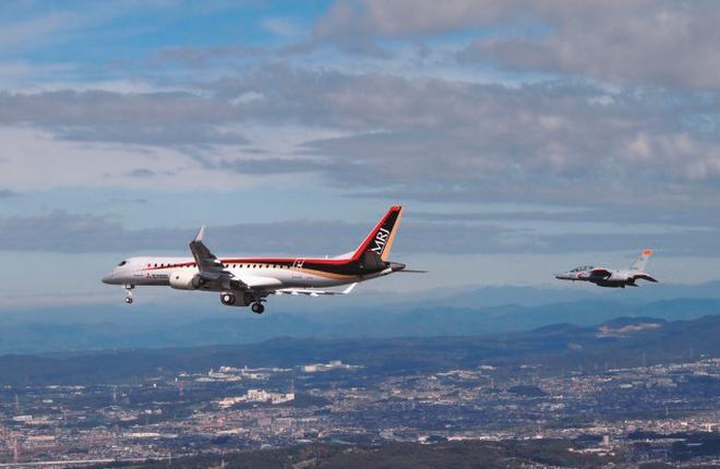 Самолет MRJ90 (Mitsubishi Regional Jet)
