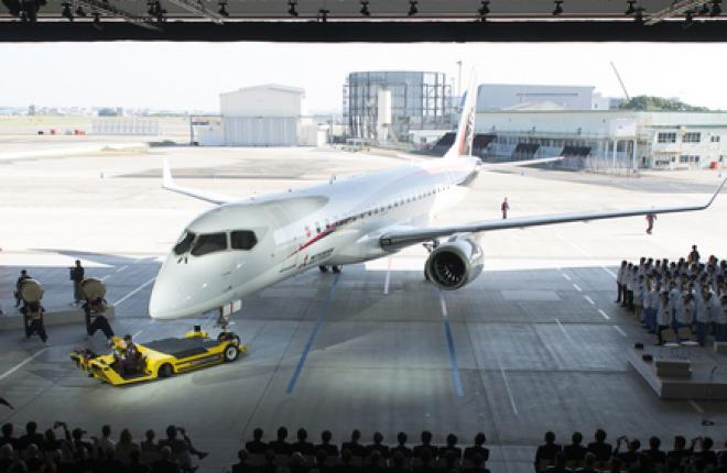 Mitsubishi Aircraft представила первый летный прототип MRJ