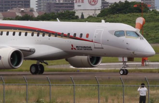 Mitsubishi Regional Jet впервые выполнил руление