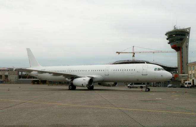 Самолет Airbus A321 авиакомпании NordWind без ливреи