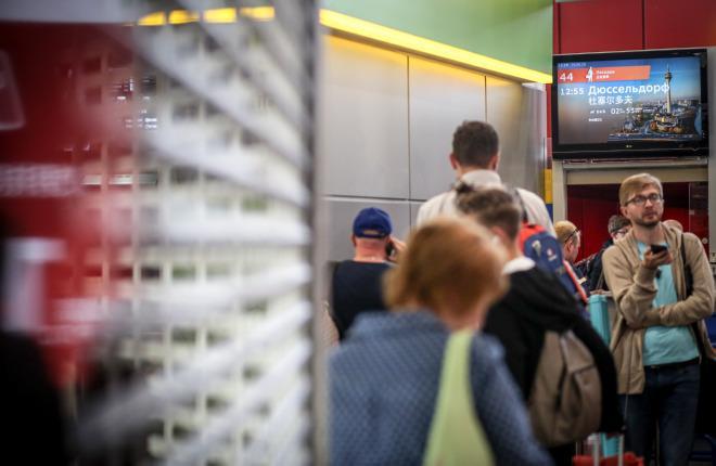Пассажиры следуют на рейс авиакомпании NordWind Airlines