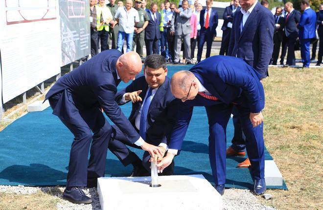 Церемония закладки памятной капсулы на месте прокладки новой ВПП в аэропорту Одессы