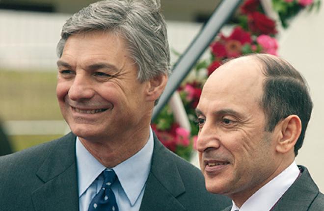 Так выглядят люди, подписавшие контракт на  40,1 млрд долл. Глава «Boeing — Гражданские самолеты» Рэй Коннер (слева) и гендиректор Qatar Airways Акбар аль-Бакер