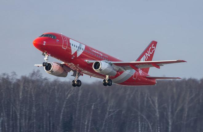самолет Суперджет авиакомпании Red Wings