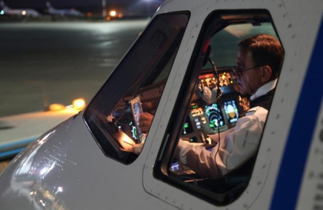 """Пилотов авиакомпании """"России"""" полностью избавили от бумаги в кабине"""