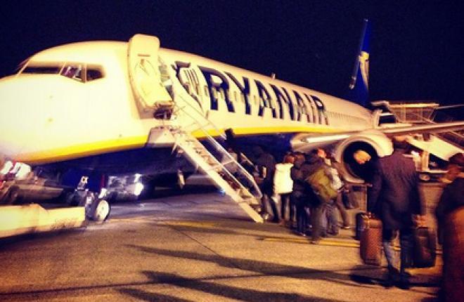 Авиакомпания Ryanair будет штрафовать за сданный багаж