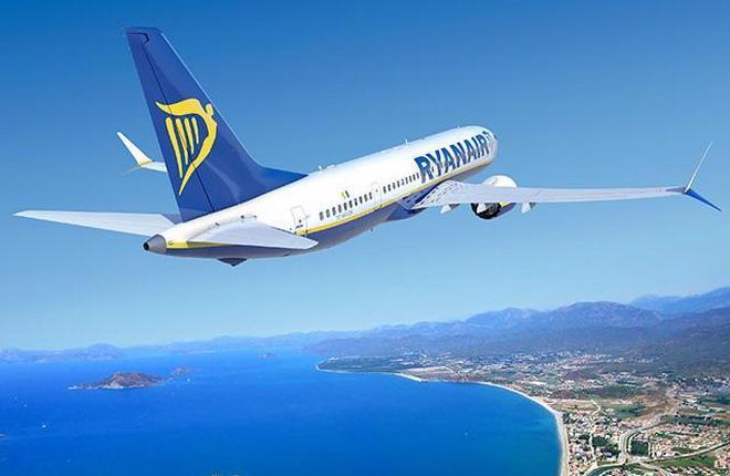 самолет Boeing 737MAX авиакомпании Ryanair
