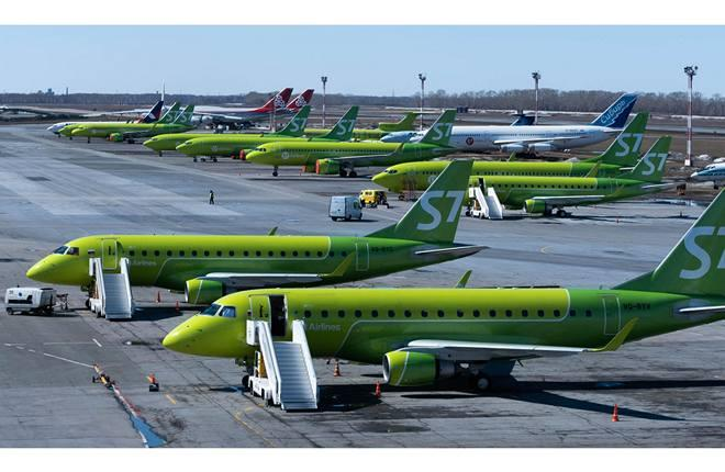самолеты авиакомпании S7 Airlines в базовом аэропорту Толмачево