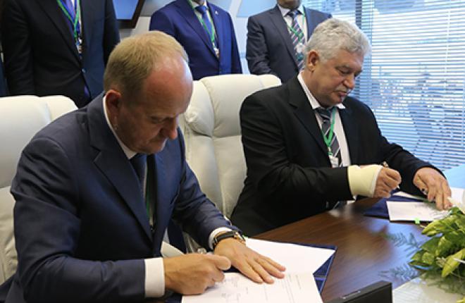 Генеральный директор ГТЛК Сергей Храмагин (cлева), президент SCAT Владимир Денисов (справа)