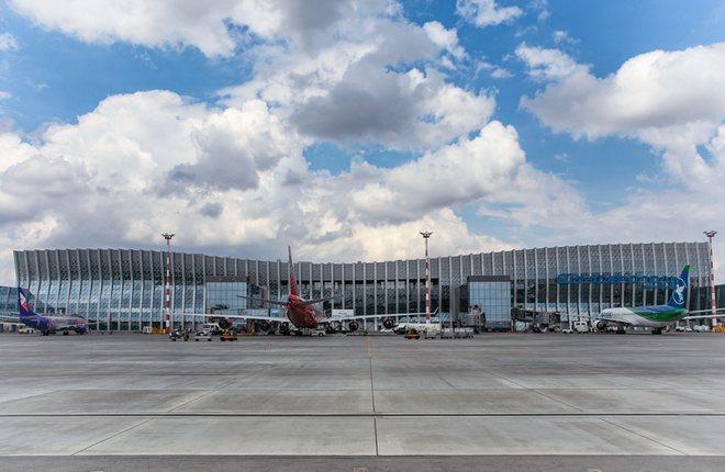 терминал аэропорта Симферополь со стороны перрона