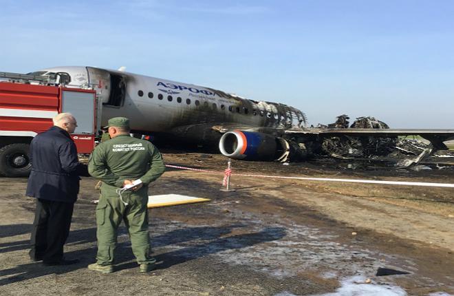 сгоревший самолет SSJ 100 в Шереметьево