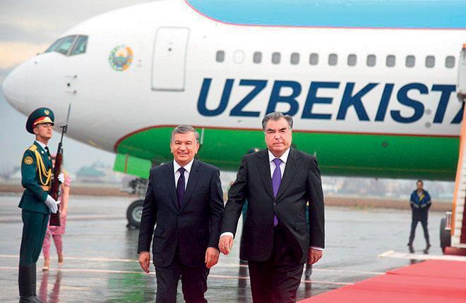 Президенты Узбекистана и Таджикистана — Шавкат Мирзиёев (слева) и Эмомали Рахмон :: Пресс-служба президента Республики Узбекистан