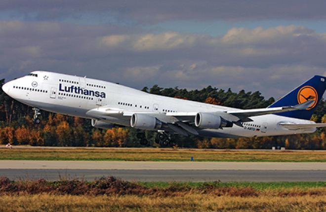 Четырехмоторные самолеты, такие как этот 23-летний Boeing 747-400, до сих пор эк