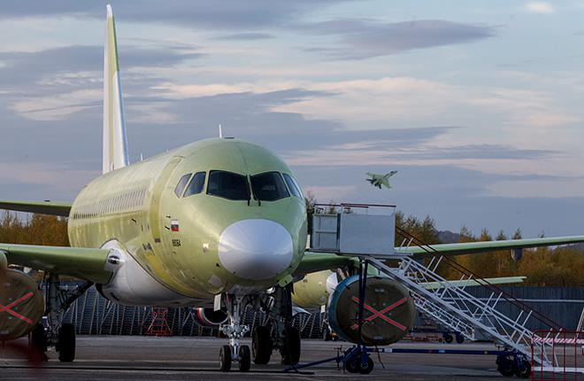 Самолет Sukhoi Superjet 100 без ливреи