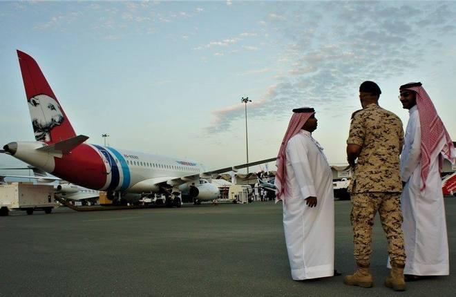 Самолет Superjet 100 на авиасалоне в Бахрейне