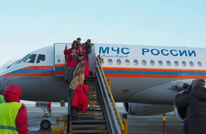 Superjet 100 впервые доставил пассажиров в самый северный аэропорт мира
