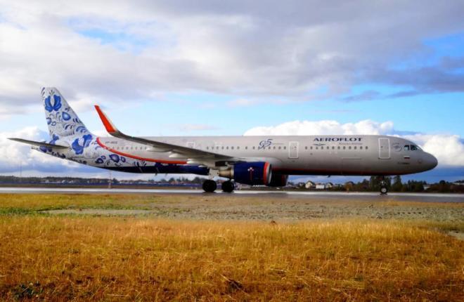 Первый самолет на ВПП-3 аэропорта Шереметьево